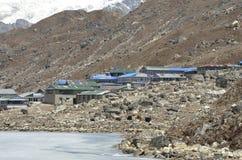 Le village des lacs Gokyo Image stock