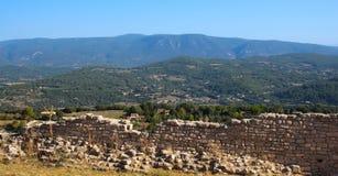 Le village du Comté de Roussillon en France photos libres de droits