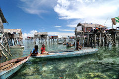 Le village du pêcheur de Bajau Photo stock