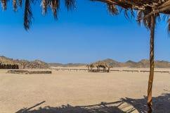 Le village et la structure des bédouins dans le désert Images libres de droits