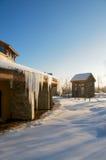 Le village paisible a couvert la neige 2 Photographie stock libre de droits