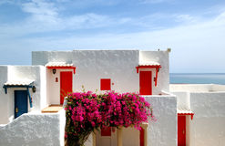 Le ville si avvicinano alla spiaggia all'albergo di lusso Immagine Stock Libera da Diritti