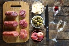 Le vin est un peu d'un casse-croûte Casse-croûte italiens ou casse-croûte français Image libre de droits