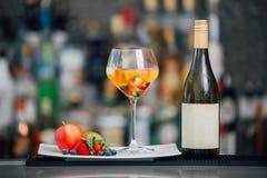 Le vin porte des fruits barre de coctail Photo libre de droits