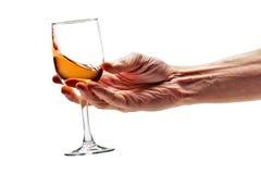 Le vin rose a tourbillonné dans le chemin de coupure en verre image libre de droits
