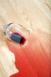 Le vin s'est renversé sur l'étage Photographie stock libre de droits