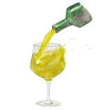 Le vin versant dans le verre de vin avec éclabousse du vin blanc et de la bouteille Photographie stock libre de droits