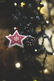 Le vintage a décoré le fond de fée d'arbre de Noël Image libre de droits