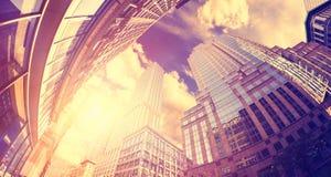 Le vintage a modifié la tonalité la photo de lentille de fisheye des gratte-ciel à Manhattan à Images stock