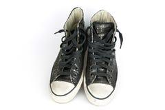 Le vintage noir chausse le cuir de crocodile, bottes photos stock