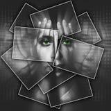 Le visage brille par des mains, visage est divisé en beaucoup de pièces par des cartes, double exposition Photo stock