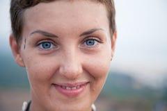 Le visage d'un bon jeune femme Photo stock