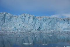Le visage d'un glacier de vêlage Photo stock