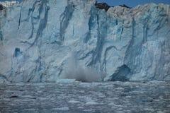 Le visage d'un glacier en cours de vêlage Photo stock