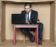 Le visage de foyer d'un homme d'affaires donne l'effort d'expression Photo libre de droits