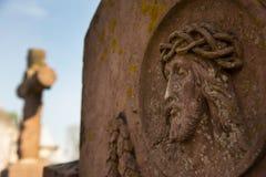 Le visage de Jesus Christ sur la tombe au vieux cimetière Images stock