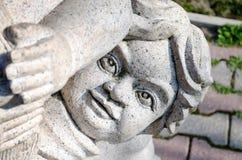 Le visage de l'enfant - la statue Photo stock