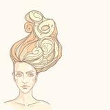 Le visage de la belle fille avec les cheveux sinueux Illustration Stock