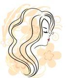 Le visage de la belle fille sur le fond de fleur Image libre de droits