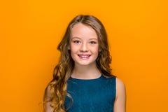 Le visage de la fille de l'adolescence heureuse photo stock