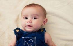 Le visage doux du vieux bébé de quatre mois images stock