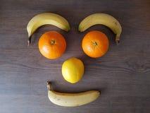 Le visage du fruit, sourcils observe la bouche de nez Photos libres de droits