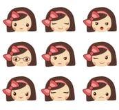 Le visage mignon de fille avec l'arc rouge montrant les différentes émotions dirigent l'illustration Ensemble de vecteur d'emoji  Image libre de droits