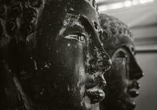 Le visage noir et blanc d'un Bouddha Photos stock