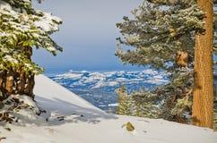 Le viste delle montagne si avvicinano al lago Tahoe immagini stock libere da diritti