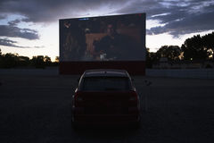 Le viste in stella del cinema dell'orologio dell'automobile guidano nel cinema, Montrose, Colorado, U.S.A. Immagini Stock