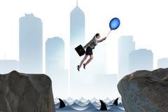 Le vol de femme d'affaires sur le ballon dans le concept d'affaires Photographie stock