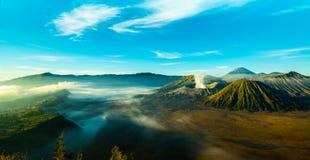Le volcan actif du bâti Bromo pendant le lever de soleil photos libres de droits