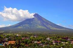 Le volcan Mayon images libres de droits