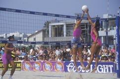 Le volleyball professionnel des femmes de Coors Light Photo libre de droits
