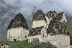 Le volte medievali complesse nel villaggio di Dargavs Immagini Stock