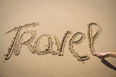Le voyage de mot écrit dans le sable Images libres de droits
