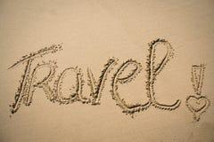 Le voyage de mot écrit dans le sable Photo libre de droits