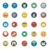 Le voyage a isolé des icônes de vecteur réglées consistent avec la plage, le café, le taxi, le globe, la montre, la serviette et  illustration libre de droits