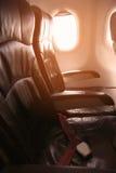 Le voyage isolé en l'avion quelque part, le voyage pour des affaires en l'avion et voient hors de la fenêtre d'avion, vue de ciel Image libre de droits