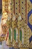 Le wat bouddhiste de détail de bâtiment de Conner samien le temple de Bangkok Thaïlande de nari Image stock
