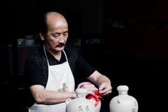 Le winemaker des villages antiques chinois Image libre de droits
