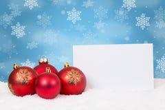 Le wishlist rouge de babioles de boules de Noël souhaite le flocon de neige de décoration photos stock