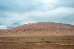 Le XINJIANG, CHINE - 5 mai 2015 : Montagnes flamboyantes (Huoyanshan) a Photos libres de droits