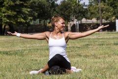 Le yoga Royaltyfria Bilder