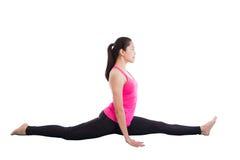 Le yoga de pratique de femme asiatique, exercice a appelé Monkey Pose, isolat images libres de droits
