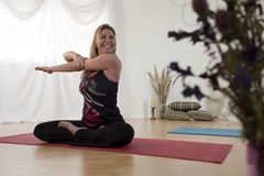 Le yoga peut être amusement Photos libres de droits