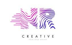 Le zèbre de NR N R raye la lettre Logo Design avec des couleurs magenta Photo libre de droits