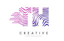 Le zèbre du TH T H raye la lettre Logo Design avec des couleurs magenta Photo libre de droits