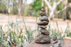 Le zen lapide l'équilibre Photo stock