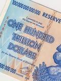 Le Zimbabwe - billet de banque - inflation hyper Photographie stock